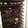 店内ワインセラーには何と約100本ものワイン有り!ワインを熟知&酒好きなオーナーとシェフが、料理との相性を見てお勧めします!オーダーした料理に合うワインを聞いてみてはいかが♪
