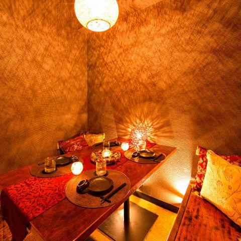 2名からご案内可能な少人数個室。間接照明が優しく灯り、まったりとしたひとときを演出してくれます♪
