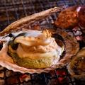 料理メニュー写真殻付きホタテ焼き