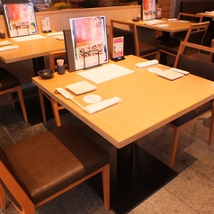 2名様~お使い頂けるテーブル席  ご相談いただければ、組み合わせて人数のご調整も承れます。