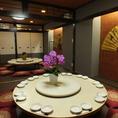 円卓の和個室は最大30名様までご利用可能!本場の雰囲気を意識した円卓のテーブルで当店こだわりのお料理をごゆっくりお楽しみいただけます。ご家族でのお食事や歓送迎会、会社宴会など様々なシーンで、是非ご利用ください!