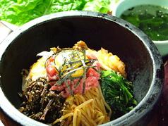 料理メニュー写真石焼ユッケビビンバ(小スープ付)