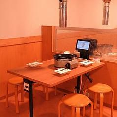 テーブル席は、様々なシーンに合わせて気軽にレイアウト変更も可能です。