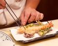 繊細な職人技が光る天麩羅カウンター。接待や食事会に好評です。