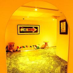 【2階Lemon】ラグとソファーがおしゃれな完全個室!女子会や誕生日に◎