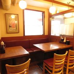 2名テーブル席は3卓のご用意がございます。