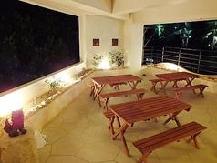 開放感たっぷりのテラス席、沖縄の空気を感じながら「特別な1日」の締めくくりに「燦 別邸」にご来店ください。