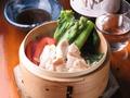 料理メニュー写真三鷹産季節野菜の軍鶏蒸篭
