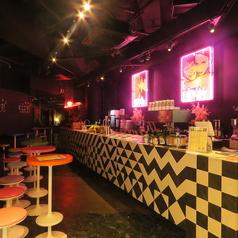 【1階POP】カウンター・ハイテーブルが広がるおしゃれカフェバー☆アルコールのほかにカフェメニューもオーダー可!