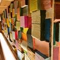 【店内へのこだわり】カウンターの下にまでデザインをこだわる店主!食×空間を愉しめます。