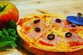 料理メニュー写真生ハムとトマトのピッツァ
