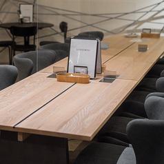 2~12名様までのお席。女子会にもおすすめな広々お席。普段はアクリル板で仕切られてますが、大人数も対応可能です。