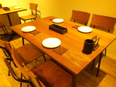 テーブル席4名×5席
