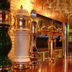 圧巻!世界各国のビアタップ♪今流行の海外ビールを多数取り揃えています♪カウンターに置かれたビアタップから注がれる、海外&国内ビールを思う存分味わえます♪