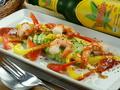 料理メニュー写真9)エビとアボカドの野菜ドレッシング
