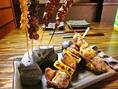 変わり串焼きや、ホルモン料理、お酒が美味しくなるメニューが豊富!