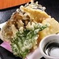 料理メニュー写真季節の野菜天ぷら