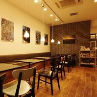 アートに囲まれた三宿の隠れ家カフェレストラン