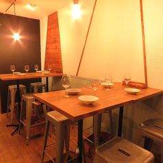 【2~4名様におすすめのハイテーブル席!】仕事帰りのサク飲みや、友人同士の飲み会におすすめのお席となります。