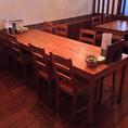 8名様用テーブル席。人数に合わせてテーブルは組み合わせてサイズ調整可能です。