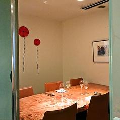 6名様でご利用できる個室は、接待やご友人同士のお食事にうってつけです。