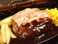 料理メニュー写真ハンバーグ&厚切りベーコン(150g)