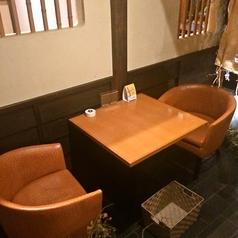 カップルやご夫婦でのお食事をお楽しみいただける2名テーブル席!