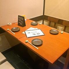 4名までの少人数グループの方にピッタリの4名席テーブル完全個室。家族のお食事や商談の会食などにも◎