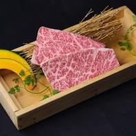 黒毛和牛を含む食べ放題コースを名駅でお得に満喫。