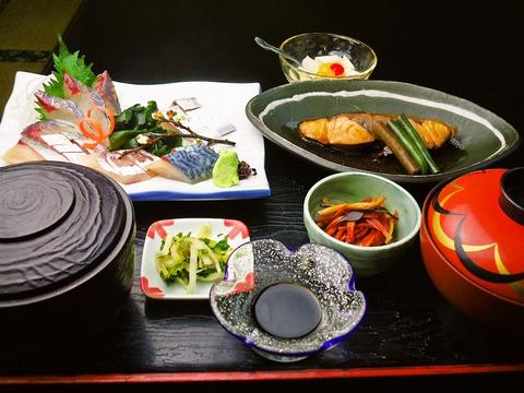 佐賀名物、一本釣りで釣り上げた関あじ・関さば料理が自慢のお店。これぞ本場の味。