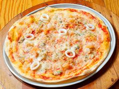 料理メニュー写真地中海風シーフードピザ