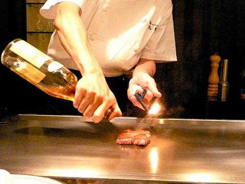 最上級ランクの神戸牛ステーキの味わいは絶品のひと言…わさび醤油かポン酢でどうぞ。