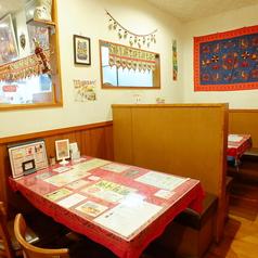 テーブル32席ございます。(4人席×7)