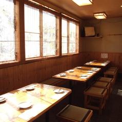 テーブル全19席(6名席/2卓)(7名席/1卓)ございます。腰に不自由ある方はこちらのお席にご案内しております。コースや御膳が充実してるので広々使えるテーブルです。ご家族/友人同士/同期同僚/地元の方々のご利用が多いお席です。
