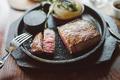 料理メニュー写真黒毛和牛ステーキ 赤身100g