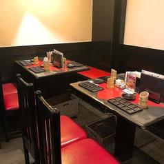 4名様テーブルは2卓ございます!目で見て楽しめる鮮やかな創作串揚は思わず写真をとりたくなるかわいさ!女子会やママ会などにも是非ご利用ください♪