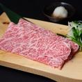 新鮮だからこそ感じられる生の味わいを堪能できる『たいがの焼きしゃぶ3.5秒ロース』さっと炙るだけで十分すぎるほどの新鮮な焼きしゃぶ。口の中いっぱいに広がるお肉の旨み、そして鮮度抜群の肉本来の味わいを楽しめます。