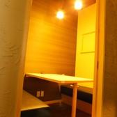 優しい灯りに包まれた、6名様向けの個室。