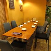 4名テーブルは連結可能なので様々な人数に対応します。