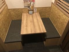 4人席テーブルが3卓あります。
