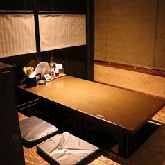 2~4名様向けの掘りごたつ式のお席です。人数によっては個室としてご利用いただけます。