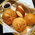 料理メニュー写真●ドイツパン4種盛合せ ~バター・ドイツ産ジャム・レバーペースト付~