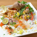 料理メニュー写真<当店自慢>新鮮魚介のカルパッチョ 5種盛