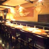 大人数でもご利用いただけるテーブル席です。当店で大切なお仲間とワイワイ盛り上がっていただけます!咲くら横浜店で是非お待ちしております。居酒屋咲くらは横浜駅徒歩1分!お買い物帰りやデート、平日のランチ利用にもお越しください。