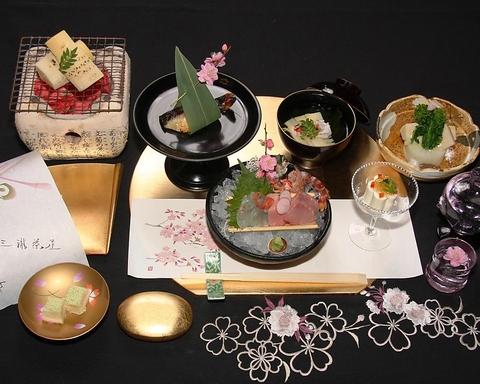 創業85年の歴史ある三瀧茶屋。季節の会席を祝宴・法要など特別なお席で…
