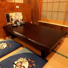 奥の座敷の4名様席は人数に合わせてお席をご用意できます!通常は4名様席が5卓あります。