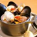 料理メニュー写真色々な貝の白ワイン蒸し