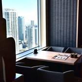 【大きな窓から景色も楽しめる広々お席】窓際テーブル席