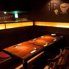 10名様用の区切られた半個室風のテーブル席でしっぽり