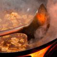 特級調理師 明代表料理長を始め、本場中国の料理人の知識と技術が自慢です。 麻婆豆腐等は、その日の気温、湿度の違いにより調味料の量や、鍋の振り方が毎日変わるそうです。当店には職人の確かな技術がございます。